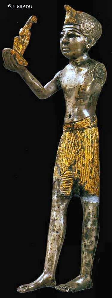 http://jfbradu.free.fr/egypte/LA%20RELIGION/LES%20DIEUX/pharaon-maat.jpg