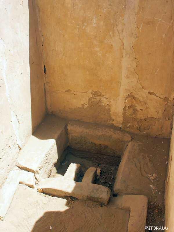 http://jfbradu.free.fr/egypte/LE%20PHARAON/3777eg-medinet-habou.jpg