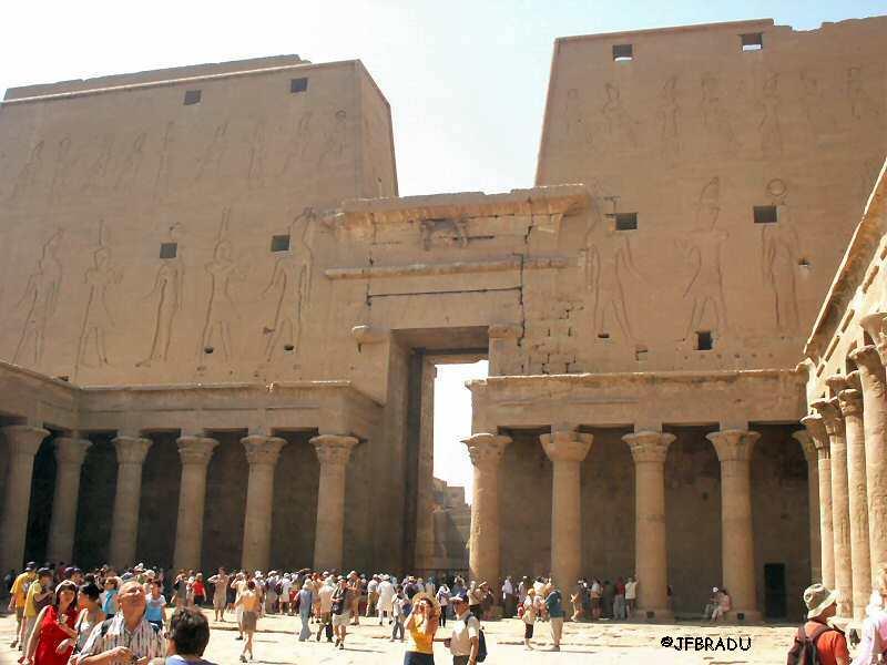 Le peuple de Aad, bâtisseur de l'Égypte ? 2101eg-edfou